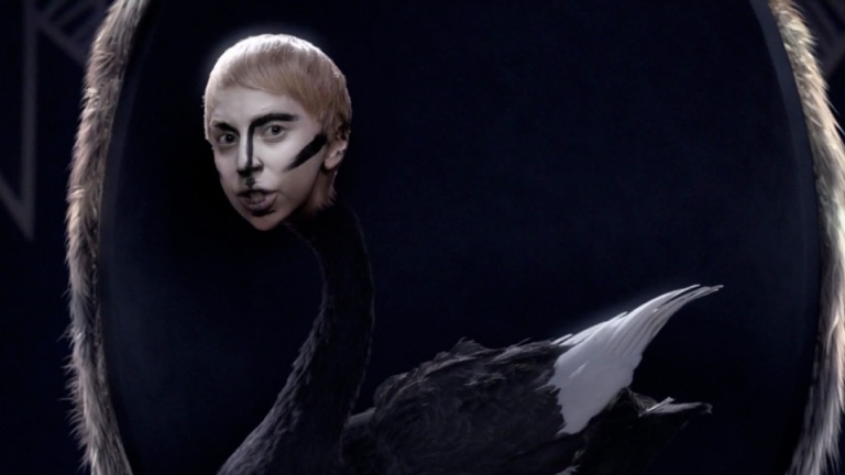 lady-gaga-applause-video